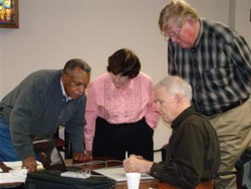 UMRA Photo Club: Earl Scott, Eleanor Kendall, Calvin Kendall & Richard Kain edit photos together