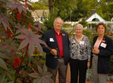 Al Levitan (President of URVC) and Gayle Graham Yates enjoying beautiful Eastcliff Caster Bean plant