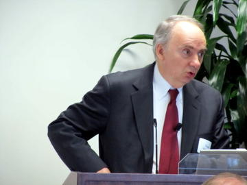 Tom Stinson addresses UMRA audience